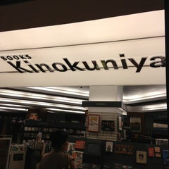 Photo taken at Books Kinokuniya 紀伊國屋書店 by Charlie C. on 1/28/2013