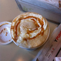 Photo taken at Starbucks by Gabriel B. on 6/16/2011