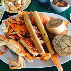 Photo taken at เจ๊อึ่งซีฟู๊ด (ป่าคั่น) Jae Aung Seafood by Chutiez A. on 7/18/2014