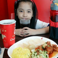 Photo taken at Chowking by Suzzzie S. on 8/4/2015