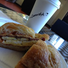 Photo taken at Arobas Bagel by ~Gonzostyle :) on 9/25/2012