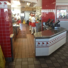 Photo taken at In-N-Out Burger by Peter H. on 1/27/2013