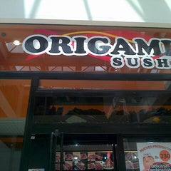 Photo taken at Origami Sushi by Hector R. on 5/21/2014