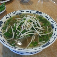 Photo taken at Pho Lucky by Raschel K. on 8/12/2013