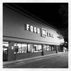 Photo taken at Food Lion Grocery Store by Marvin L. R. on 10/15/2012