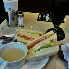 Photo taken at 喫茶室ルノアール 神田北口駅前店 by ふみ ぴ. on 8/9/2014