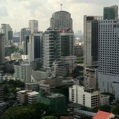 Photo taken at Pullman Bangkok Grande Sukhumvit (โรงแรมพูลแมน กรุงเทพฯ แกรนด์ สุขุมวิท) by Ghislaine B. on 4/25/2013