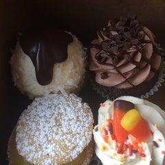 Photo taken at The White Mountain Cupcakery by Emily C. on 10/17/2015