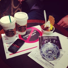 Photo taken at Starbucks by Elizaveta V. on 9/27/2012