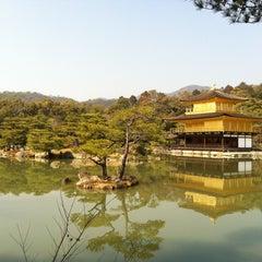Photo taken at 北山 鹿苑寺 (金閣寺) (Kinkaku-Ji Temple) by Kumiko E. on 3/6/2013