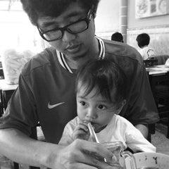 Photo taken at Bakso Pak Narto by Iwan K. on 9/16/2012
