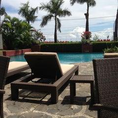 Photo taken at Hotel Aryaduta Makassar by Adi H. on 4/24/2013