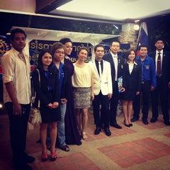 Photo taken at Hatyai Paradise & Resort Hotel (โรงแรมหาดใหญ่พาราไดร์แอนรีสอร์ท) by Jin J. on 9/22/2012