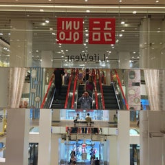 Photo taken at UNIQLO 5th Ave by Elias T. on 4/9/2013