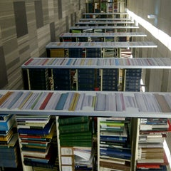 Photo taken at UNSW Main Library by Luciana J. on 8/16/2013