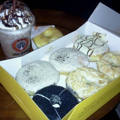 Photo taken at J.Co Donuts & Coffee by kakona on 4/4/2013