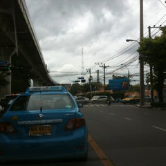Photo taken at แยกโรงกรองน้ำ (Rong Krong Nam Junction) by Pitakpong S. on 10/7/2013