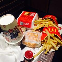 Photo taken at McDonald's by Hakan Ü. on 4/30/2015