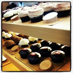 Photo taken at Sprinkles Cupcakes by Jo J. on 10/12/2012