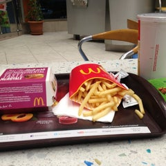 Photo taken at McDonald's | ماكدونالدز by Mohamed Q. on 3/4/2013