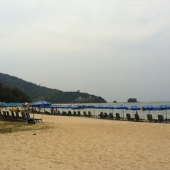 Photo taken at หาดในยาง (Nai Yang Beach) by Edward J. on 2/22/2013