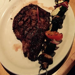 Photo taken at Logan's Roadhouse by Philip G. on 11/21/2014
