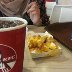 Photo taken at KFC by noor h. on 1/10/2014