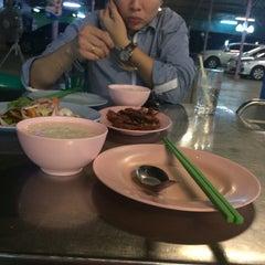 Photo taken at ข้าวต้มสมพงษ์ by cherry C. on 5/16/2014