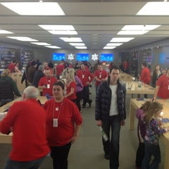 Photo taken at Apple Store, Anchorage 5th Avenue Mall by Aliza S. on 11/23/2012