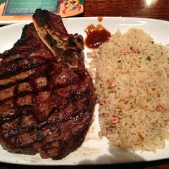 Photo taken at LongHorn Steakhouse by Lomo R. on 1/6/2013
