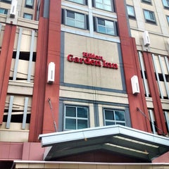 Photo taken at Hilton Garden Inn by HEKAU on 8/22/2013