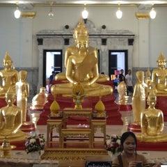 Photo taken at วัดโสธรวรารามวรวิหาร (Wat Sothon Wararam Worawihan) by Chai C. on 2/17/2013