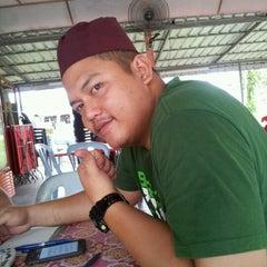 Photo taken at Warung Mee Udang Banjir by jane doe on 9/26/2012
