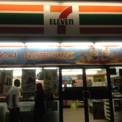 Photo taken at 7- Eleven by Fernando P. on 7/7/2013