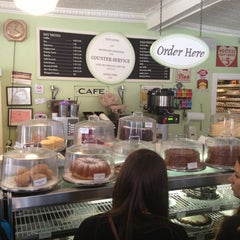 Photo taken at Magnolia Bakery by Cigdem T. on 4/5/2013