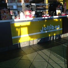 Photo taken at Jollibee by Ricky F. on 12/31/2012