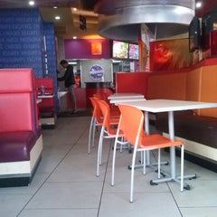 Photo taken at Taco Bell by Alberto H. on 11/11/2012