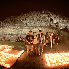 Photo taken at Candi Borobudur (Borobudur Temple) by Azka A. on 5/25/2013