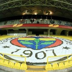 Photo taken at Fenerbahçe Şükrü Saracoğlu Stadyumu by Julie on 11/10/2013