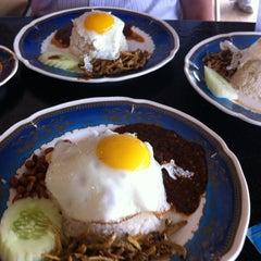 Photo taken at Restoran Al-Ali Bistro by Aleeq J. on 12/14/2012