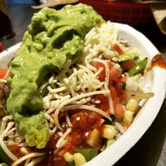 Photo taken at Chipotle Mexican Grill by Fermin T. on 1/27/2015