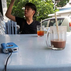 Photo taken at Restoran Bintang Tujuh by Bosco N. on 9/25/2014