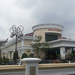 Photo taken at BRAJA MUSTIKA Hotel & Convention Centre by handy n. on 4/6/2014