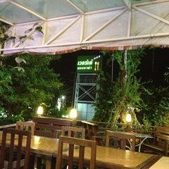 Photo taken at Verde Montana Restaurant (เวอร์เด้ มอนทาน่า เรสเทอรองท์) by Chaiyarat C. on 7/6/2013