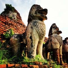 Photo taken at วัดธรรมิกราช (Wat Thammikarat) by Tunyatawee on 12/17/2012