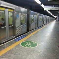Foto tirada no(a) Estação Santa Cruz (Metrô) por Andrey K. em 9/19/2012