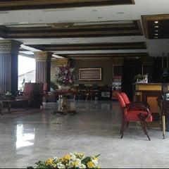 Photo taken at Bukit Randu Hotel & Restaurant by k410nxz W. on 10/22/2014