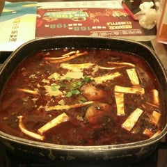 Photo taken at 新辣道鱼火锅 | New Spicy Way by lanny s. on 12/23/2012