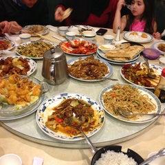 Photo taken at Darda Seafood 清真一條龍 by Adam H. on 12/23/2012