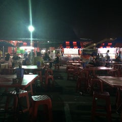 Photo taken at Medan Selera Perhentian Bas Bentayan by Zubair M. on 9/21/2015